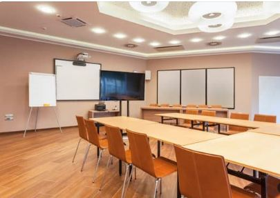 How to Decide On the Best Conference Room Hire Packages?